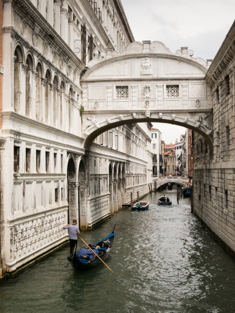 Ponte dei Sospiri (Brdge of Sighs), adjacent to the Palazzo Ducale (Doge's Palace), Venice, Italy