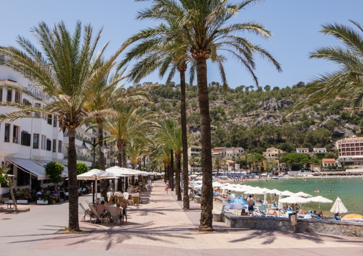 Beach promenade, Port de Sóller, Mallorca, Spain