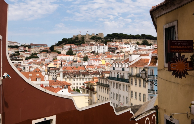 Castelo de São Jorge overlooking Praça da Rossio, Lisboa, Portugal