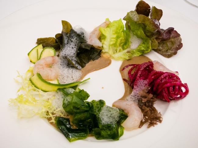 Ensalada de verano con algas y ajo negro at Restaurante RiFF, Valencia, Spain
