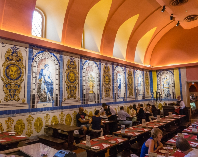 The Refectory dining room at Cervejaria Trindade (the former Trinity Convent refectory), Lisboa, Portugal