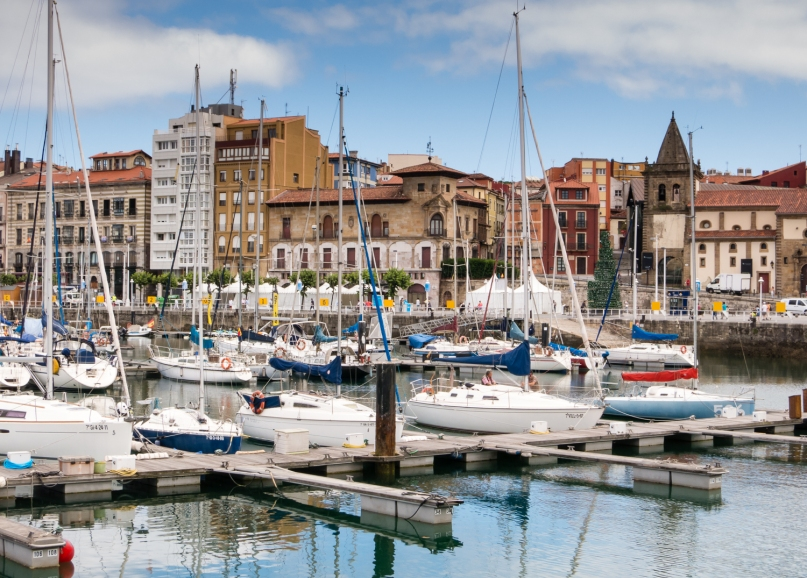 Cimadevilla (the old fishing district, now the nucleus of Gijón's nightlife), Gijón, Asturias, Spain