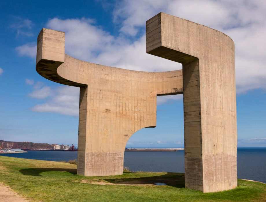 Elogio del Horizonte (the symbol of Gijón) by sculptor Eduardo Chillida, 1990, Gijón, Asturias, Spain