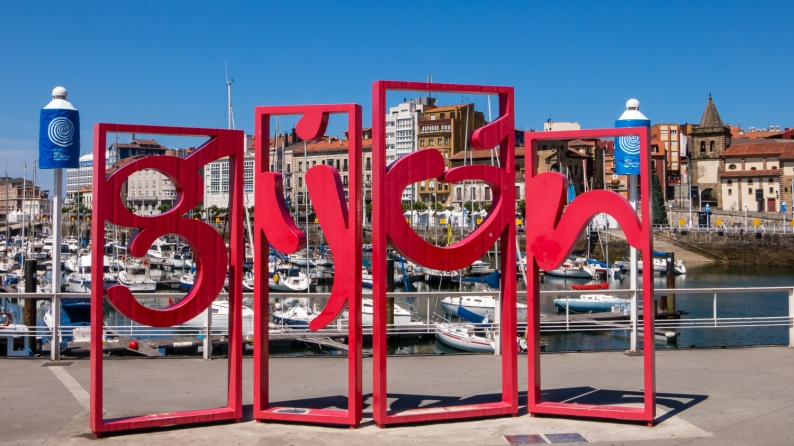 Welcome to Gijón (Plaza la Reina, adjacent to the Puerto (Port)), Asturias, Spain