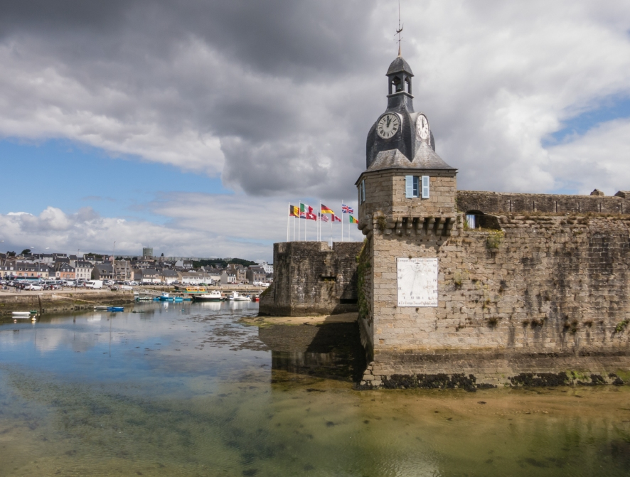 Quai Carnot in Centre Ville (City Center) and the edge of Ville Close (Walled City), 14th century, Concarneau, France