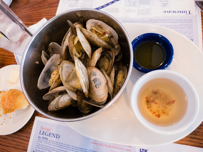 """Steamers"" (steamed Ipswich Clams) appetizer at Legal Sea Foods, Cambridge, MA, USA"