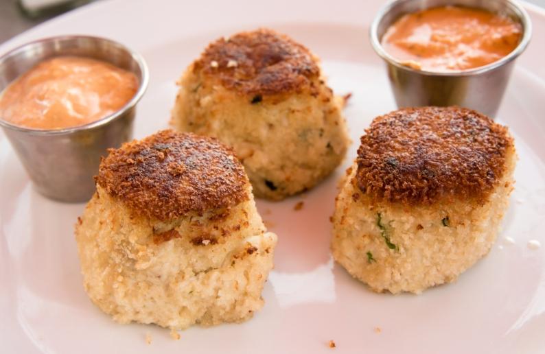 Crab Cakes, Fleet Landing Restaurant and Bar, Charleston, South Carolina, USA