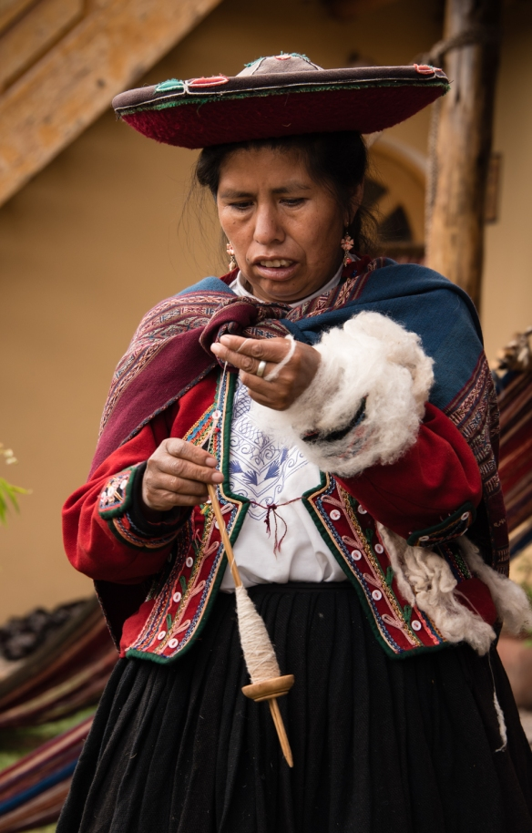 """Chinchero weaver spinning wool at the Center for Weavers of Chinchero (""""Awayricch'arichiq""""), Chinchero (Sacred Valley of the Incas), Peru"""