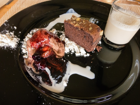 Our desset was warm brownie with chocolate ice cream with a shot of tea milk with Vina Casa Marin Pinot Noir Lo Abarca Hills 2009, Las Condes, San Antonio Valley, Chile-