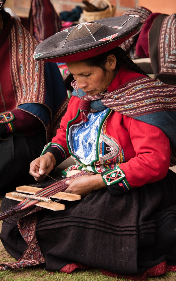 "Weaving demonstration (#1) at the Center for Weavers of Chinchero (""Awayricch'arichiq""), Chinchero (Sacred Valley of the Incas), Peru"