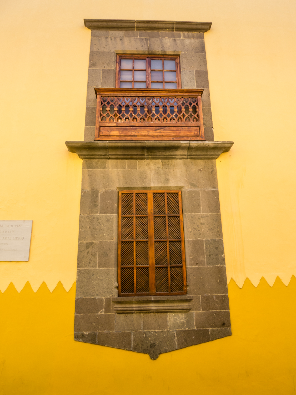 The historic vegueta and triana districts las palmas for Balcony in spanish