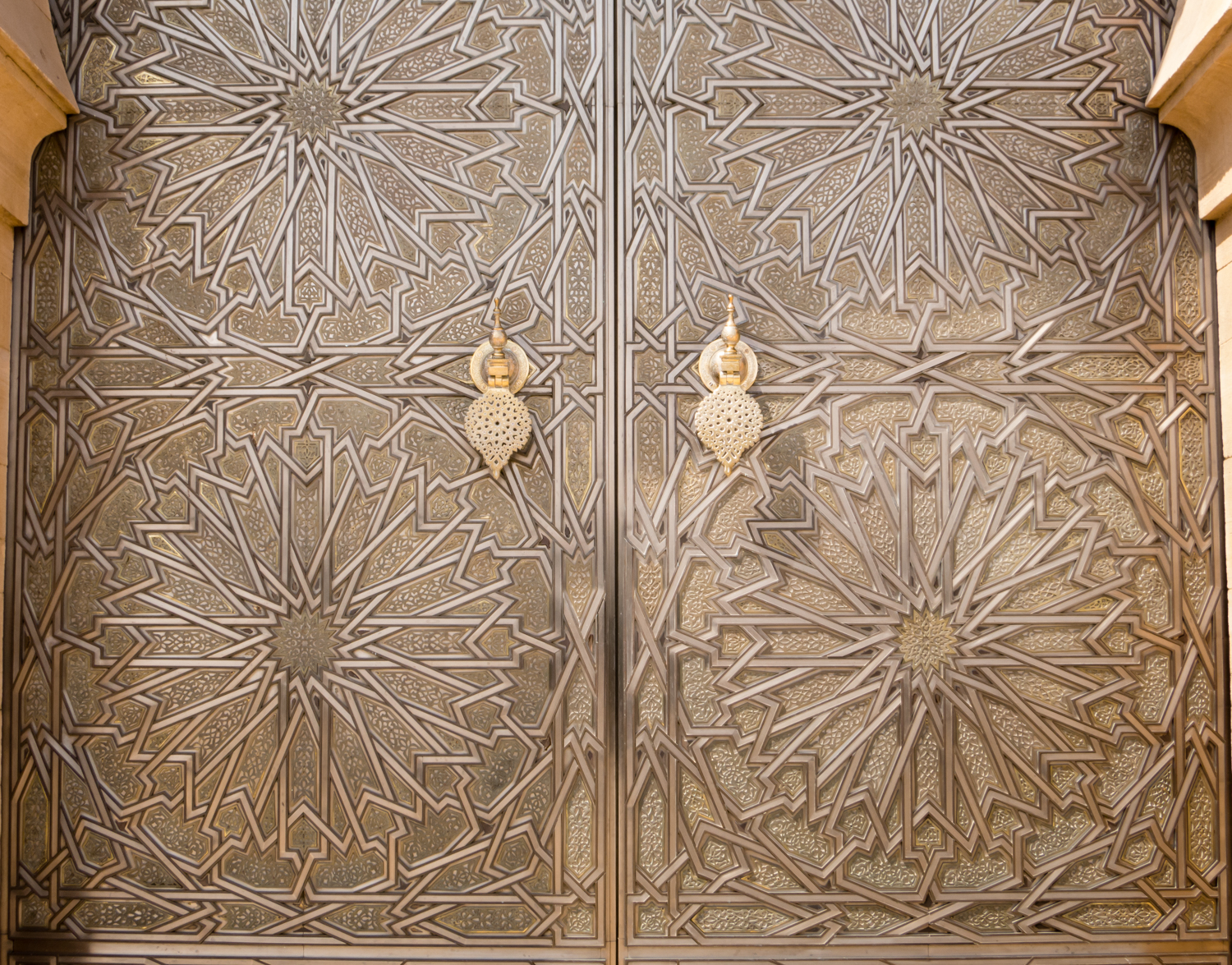 Bronze doors at the ceremonial entrance to Palais Royal (Royal Palace) Casablanca : royal doors - pezcame.com