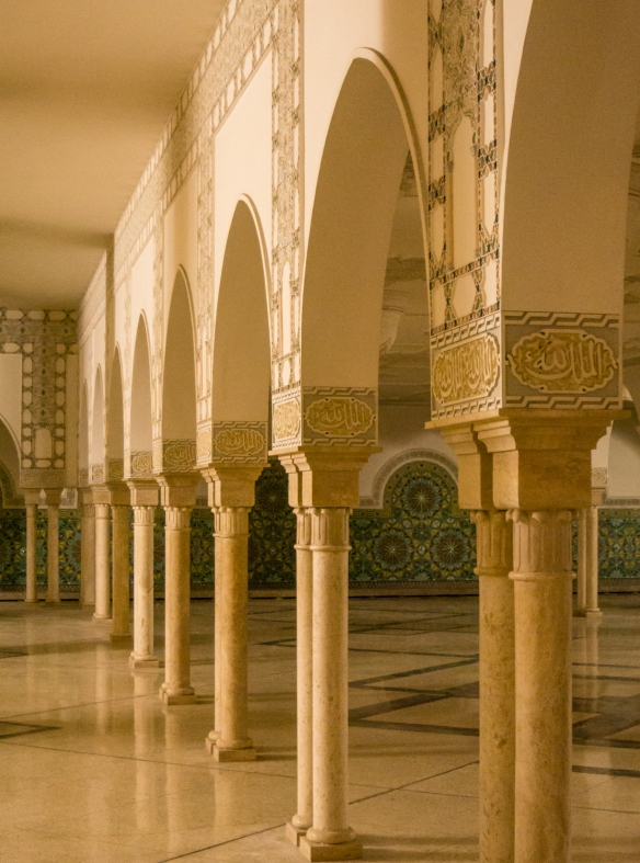 Delicate carved arches and columns in the men's ablution chamber on the lower level of La Mosquée Hassan II (Hassan II Mosque), Casablanca, Morocco
