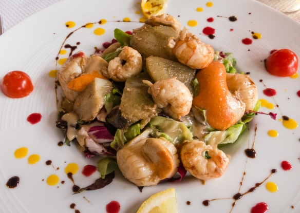 An appetizer salad of Coquille St. Jacques (scallops, with their roe), Crevettes (shrimp) and Artichaut (artichoke hearts), Le Surcouf, Roscoff, Brittany, France--