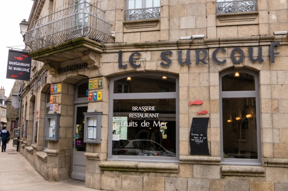 Le Surcouf, in the center of the old town specializes in Fruits de Mer (seafood), Homard (lobster) and poissons (fresh fish), Roscoff, Brittany, France