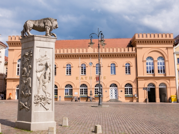 A contemporary columnar sculpture about the 12th century Saxon duke Henry the Lion, who ruled over a vast area from the North to Baltic Seas, in the Markt Platz (plaza) in front of the Schweriner Rathaus (Town Hall), Schwerin, Germany