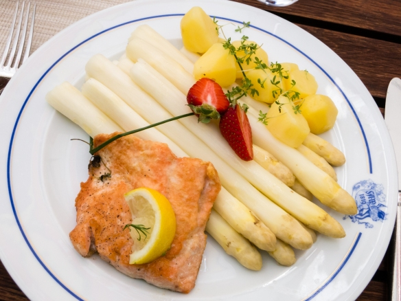German spargel (white asparagus) were in season when we visited Scholss Schwerin (Schwerin Castle) and had a nice luncheon at Weinhaus Wohler in Schwerin, Germany
