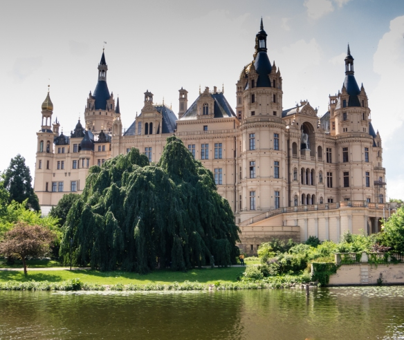 Scholss Schwerin (Schwerin Castle), seen from the west, has 653 rooms (most of which are used today by the parliament), home of the Grand Duke of Mecklengurg-Schwerin until 1918 wen he abdicated, Schwerin, Germany