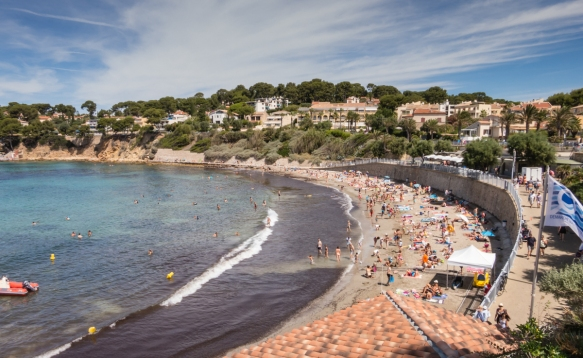 From the inner harbor we hiked up and over a hill about 1 mile (1.6 km) to the overlook atop Plage du Portissol, a large crescent-shaped stretch of sand that is very popular with families – our grandsons loved it; Sanary-sur-Mer, France