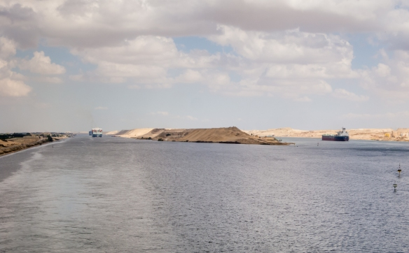 a-new-channel-expanding-the-canal-dubbed-the-new-suez-canal-opened-with-great-fanfare-on-6-august-2015-the-suez-canal-port-said-to-suez-egypt