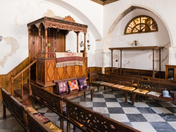 as-is-typical-of-romaniote-synagogues-the-bema-elevated-platform-for-reading-the-torah-is-located-axially-opposite-the-ark-of-the-torah-ehal-against-the-west-wall-etz-hayyim-synagogue-chania-c