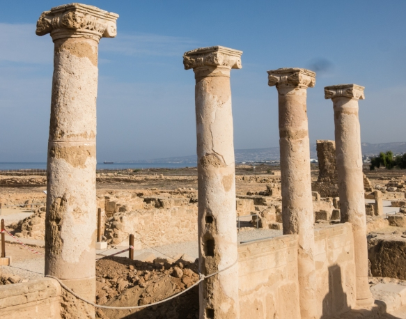 columns-of-the-house-of-theseus-roman-period-300-a-d-kato-pafos-archaeological-site-cyprus