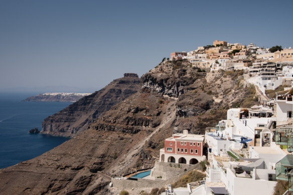 looking-north-from-fira-to-oia-on-the-northern-tip-of-santorini-island-greece