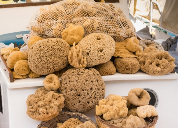 natural-sponges-for-sale-on-a-boat-in-the-venetian-harbor-chania-crete-greece