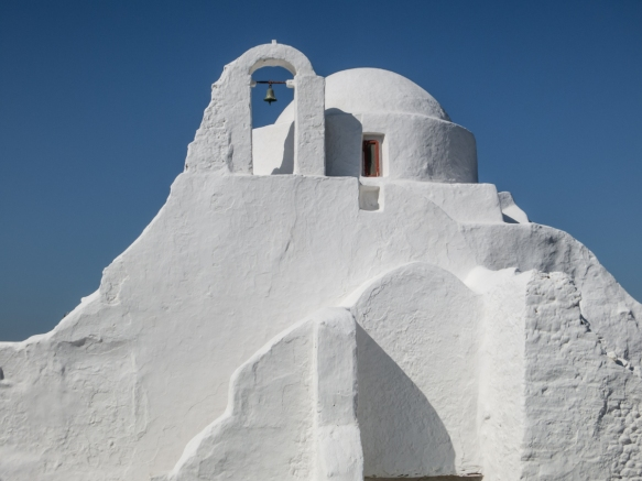 panagia-paraportiani-our-lady-of-the-side-gate-is-the-symbol-of-mykonos-located-in-the-neighborhood-of-kastro-the-church-actually-consists-of-five-other-churches-built-in-17th-century-and-is-the-m