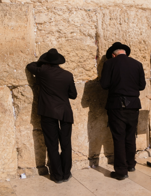 praying-at-the-western-wall-old-city-jerusalem-israel