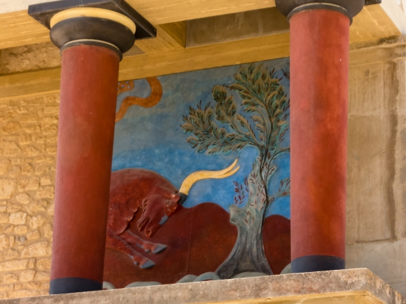 restored-north-entrance-with-charging-bull-fresco-between-two-red-minoan-columns-the-great-palace-of-knossos-heraklion-crete-greece