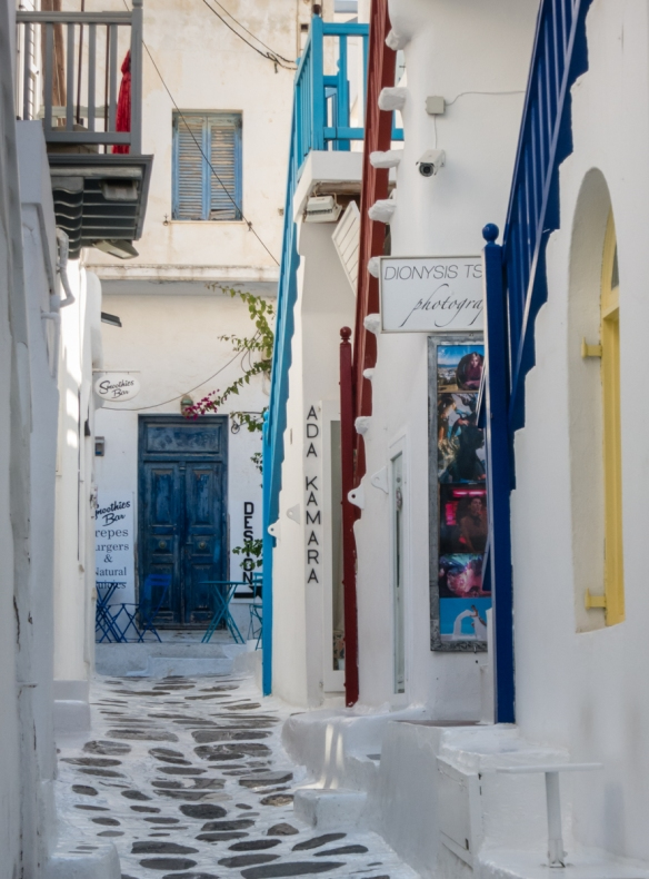 shops-in-chora-old-town-mykonos-town-mykonos-cyclades-greece