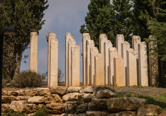 the-childrens-memorial-at-yad-vashem-the-world-holocaust-remembrance-center-jerusalem-israel-a-memorial-to-the-1-5-million-children-killed-in-the-holocasut-out-of-the-total-6-million-who-were-ki