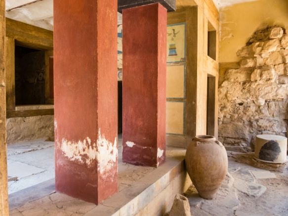 the-entrance-to-the-royal-baths-with-a-small-pithoi-storage-jar-the-great-palace-of-knossos-heraklion-crete-greece