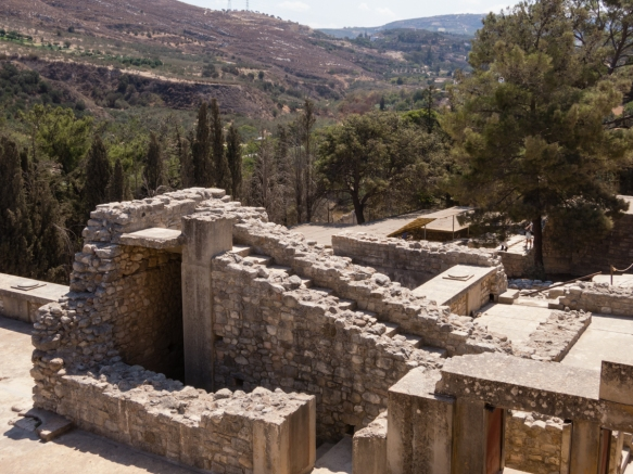 the-great-palace-of-knossos-heraklion-crete-greece-was-gradually-built-between-1700-and-1400-bc-with-1300-rooms-and-is-believed-to-have-been-the-home-of-the-mythical-king-minos