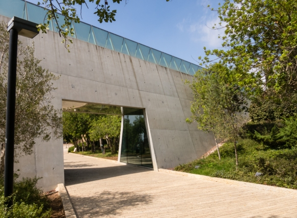 the-holocaust-history-museum-is-multidisciplinary-and-interdisciplinary-and-presents-the-story-of-the-shoah-from-a-unique-jewish-perspective-emphasizing-the-experiences-of-the-individual-victims_
