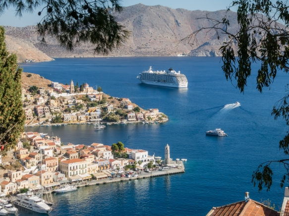 the-idyllic-setting-of-the-harbors-of-symi-greece