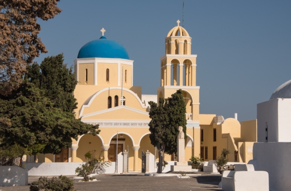 the-largest-greek-orthodox-church-in-oia-santorini-island-greece-with-beige-rather-than-the-typical-white-walls-and-a-blue-dome