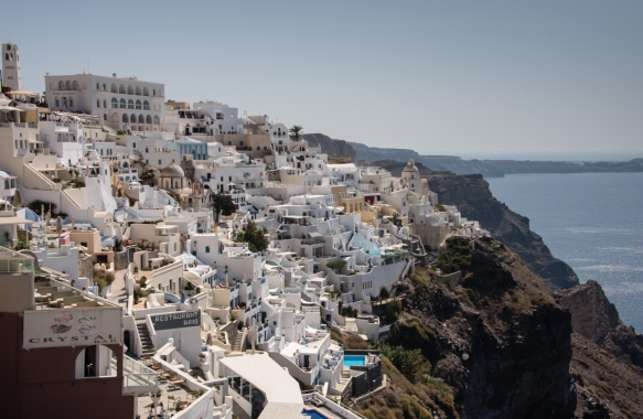 the-town-of-fira-santorini-island-greece-clings-to-the-top-of-the-hill-in-the-center-of-the-island-it-is-reached-from-the-harbor-below-by-a-cable-car-a-donkey-ride-or-climbing-850-stairs