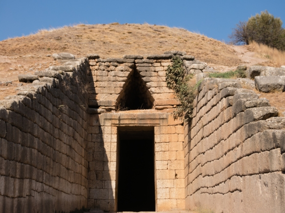 the-treasury-of-altreus-the-royal-tomb-tholos-of-king-agamemnon-who-was-murdered-at-the-lion-gate-entrance-to-the-mycenae-acropolis-on-his-return-home-from-troy-by-his-wife-clytemnestrana-and-her