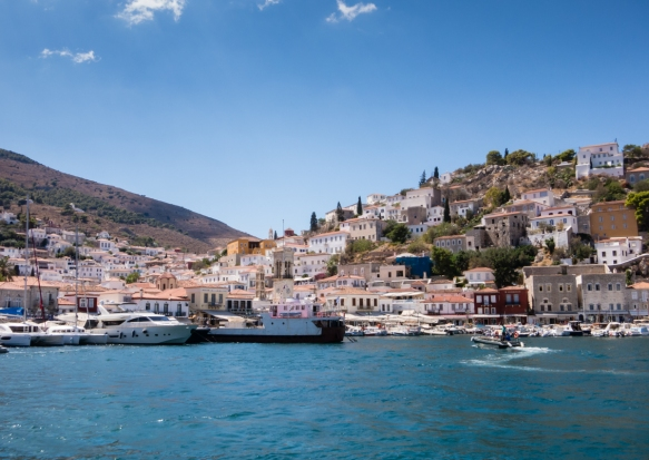 the-view-sailing-into-the-harbor-of-the-small-island-of-hydra-greece