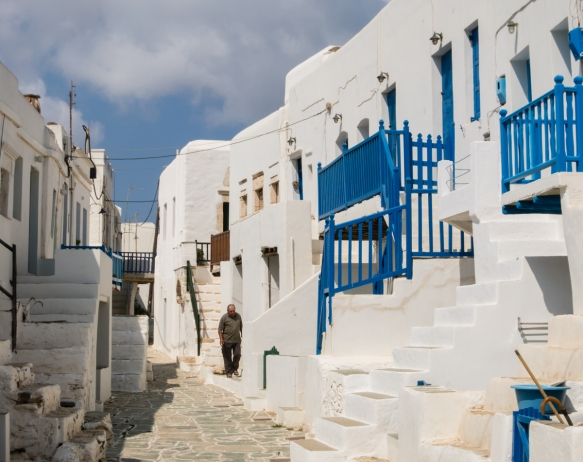 whitewashed-old-homes-with-the-traditional-greek-blue-handrails-inside-the-old-walls-of-the-medieval-venetian-kastro-castle-neighborhood-chora-folegandros-island-cyclades-greece