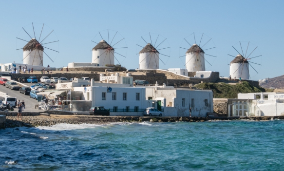 xenia-windmills-formerly-used-for-grinding-grain-were-built-in-the-16th-century-by-the-venetians-chora-old-town-mykonos-town-mykonos-cyclades-greece