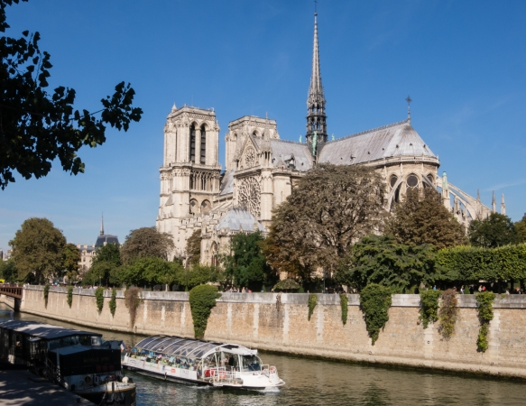 cathedrale-notre-dame-de-paris-begun-in-1163-and-completed-in-1345-is-considered-one-of-the-finest-examples-of-french-gothic-architecture-and-is-among-the-first-buildings-in-the-world-to-use