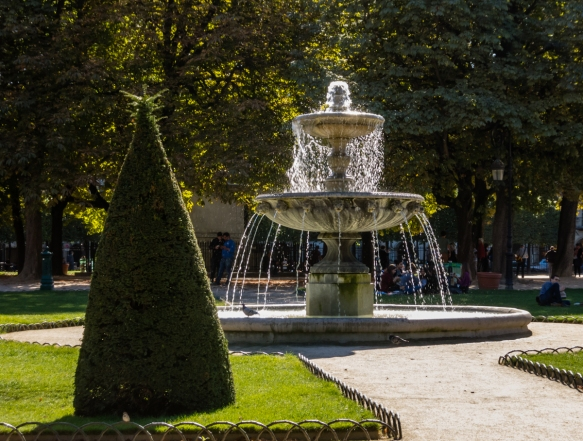 one-of-several-beautiful-fountains-in-the-place-des-vosges-located-in-the-marais-district-paris-france