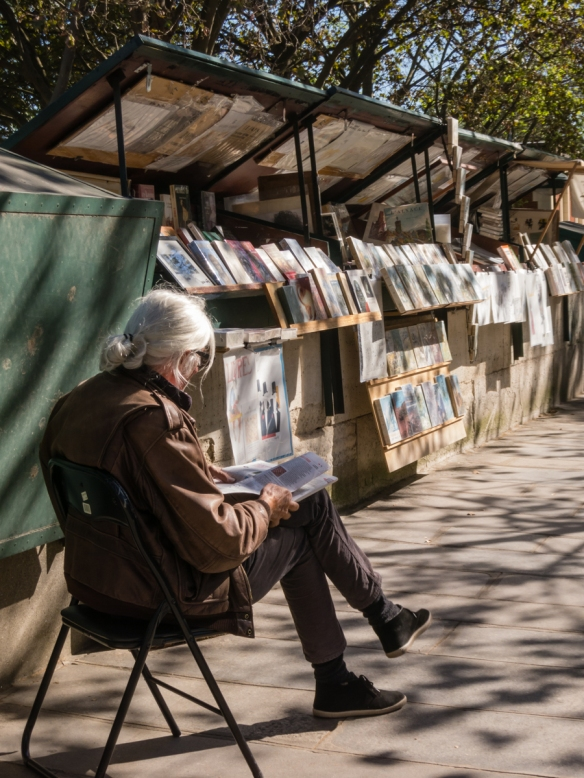 the-used-book-sellers-bouquinistes-along-the-seine-around-notre-dame-on-the-left-bank-are-a-parisian-fixture-france