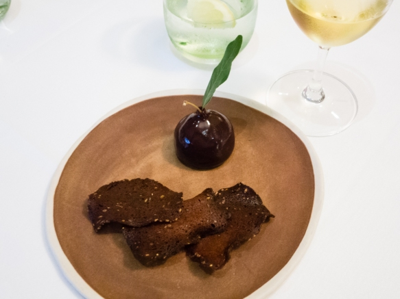 an-entree-starter-course-of-chicken-liver-plum-chicken-liver-mousse-shaped-like-a-plum-and-coated-with-a-plum-emulsion-delicious-cape-lodge-restaurant-wilya