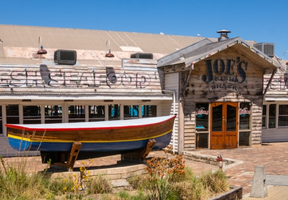 joes-fish-shack-an-oldie-still-operating-in-fishing-boat-harbour-fremantle-australia
