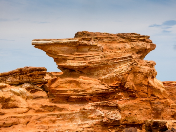 one-of-the-more-striking-red-sandstone-rock-formations-at-gantheaume-point-broome-australia