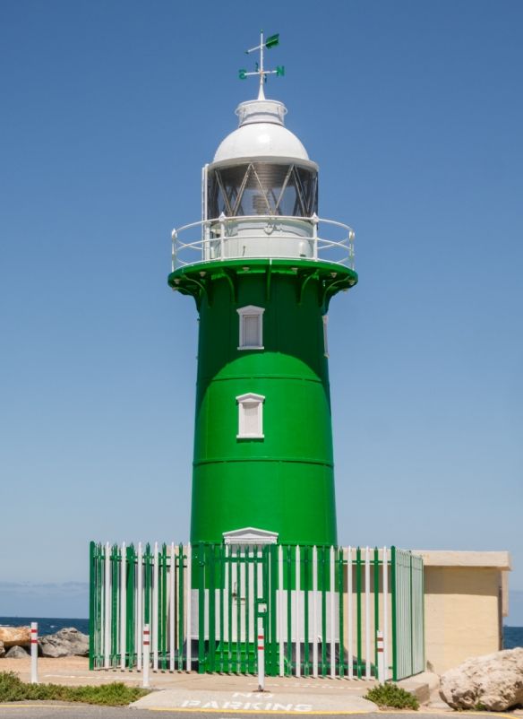 south-mole-lighthouse-on-the-man-made-jetty-fleet-street-marks-the-entrance-to-the-swan-river-from-the-indian-ocean-fremantle-australia
